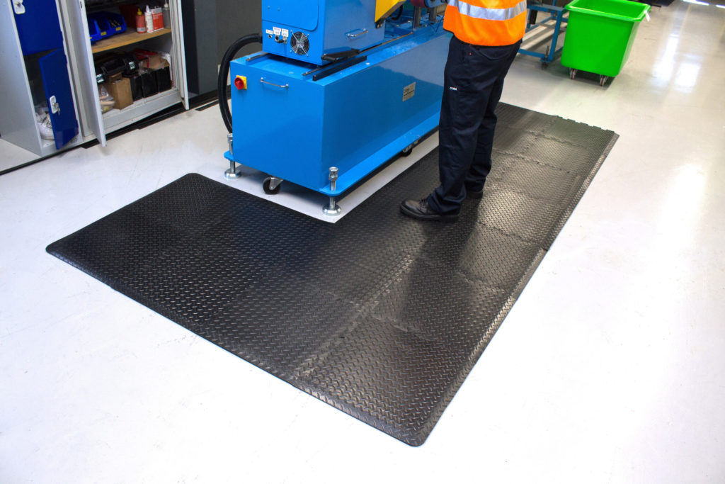 Diamond detailing anti-fatigue mat next to a packing station