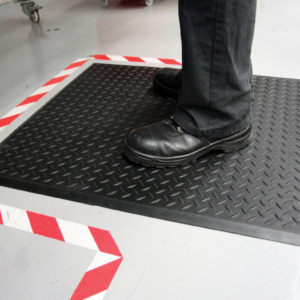 Man standing on black Diamond Lock Rubber Workplace Mat